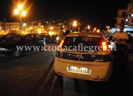 Agenti della Municipale in via Battisti
