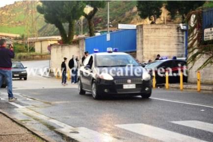 L'uscita dalla caserma dei carabinieri di Arco Felice