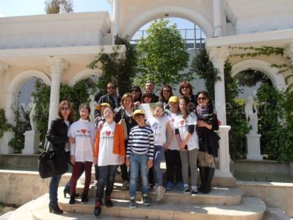 La foto di gruppo con alunni e insegnanti