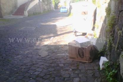 Il materiale abbandonato in via Vigna