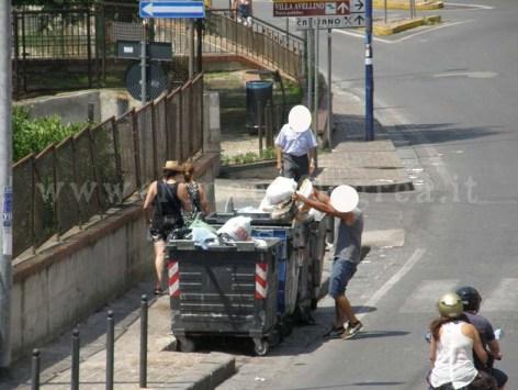 Lo sversamento illegali di rifiuti in via Solfatara