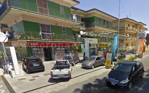 """Il distributore di benzina """"Esso"""" di Corso Italia a Quarto"""