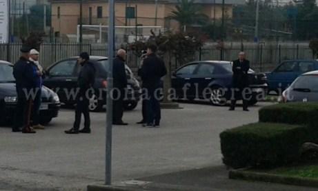Il Sindaco di Pozzuoli durante il sopralluogo insieme ai carabinieri