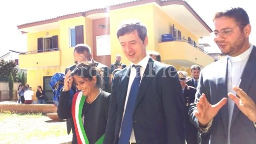 Da sinistra il sindaco Capuozzo, il ministro Orlando e don Gennaro Pagano