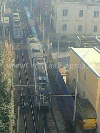 I due treni che si sono scontrati alla stazione della cumana di Dazio