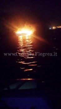 imbarcazione fuoco 1