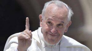 Mezzo milione e diventavi Santo, Wojtila ne ha fatto quasi 2 mila, Francesco blocca tutto