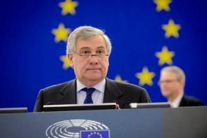 Un italiano a Bruxelles. Tajani, amico di Berlusconi, al posto del suo kapò Schulz