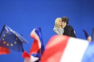 Macron, c'è da fidarsi di un uomo con la moglie della età di sua madre?