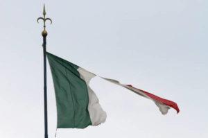 Gli italiani scappano come i venezuelani da Maduro. Boeri sogna il muro di Berlino?