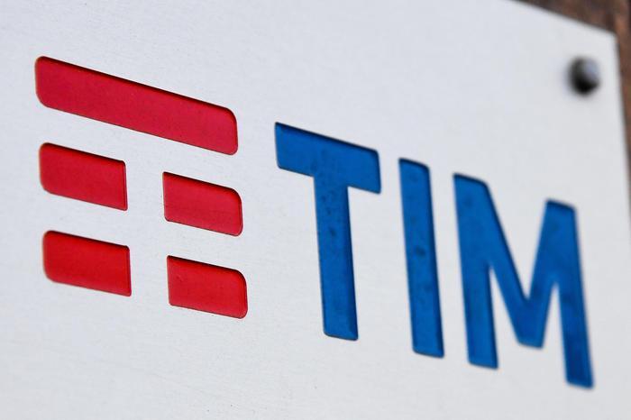 Tim. Mediaset. Vivendi. L'Italia dopo anni s'è desta e sventa l'assalto francese
