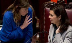 La lezione di Harvey: alla larga dalle donne....e anche in politica sono pericolose