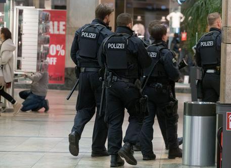 errorismo, incubo Germania: 6 arresti, preparavano attentato ai mercatini di natale