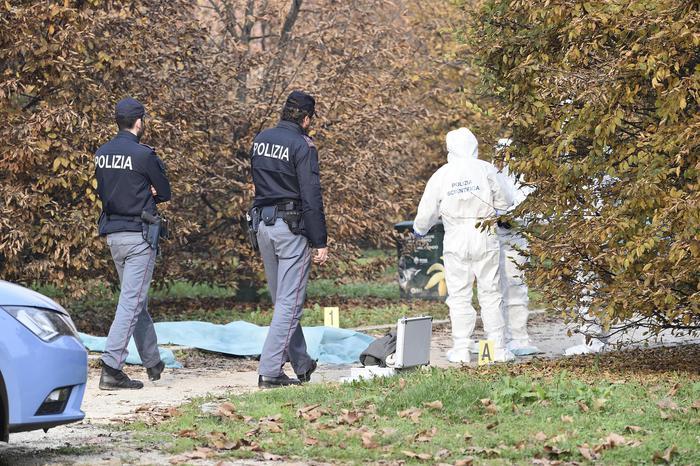 Milano, Marilena Negri uccisa al parco mentre portava a spasso il cane: aveva una profonda ferita alla gola