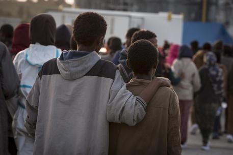 Migranti venduti all'asta, quanto li pagano: il video della Cnn
