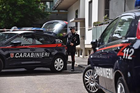 Modena, 20enne ucciso e chiuso in valigia: arrestati tre minori, uno legato alla vittima