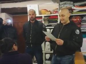 Irruzione naziskin ad una riunione sui migranti: volantini, proclami, teste rasate e bomber scuri