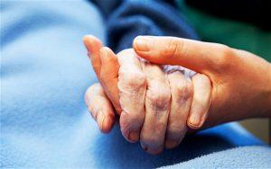 In punto di morte, cosa diciamo? Le infermiere raccontano le ultime parole e desideri