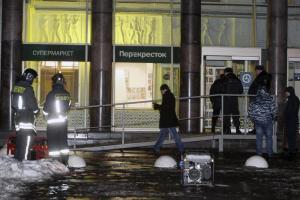 San Pietroburgo, esplosione in centro commerciale: ci sono feriti. No terrorismo ma Isis esulta sul web