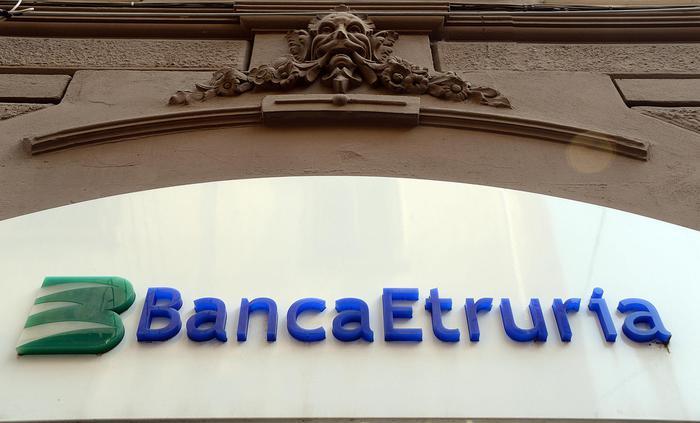 Maria Elena Boschi, il padre Pierluigi indagato nel caso Banca Etruria