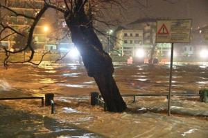 Maltempo: a Brescello mille persone evacuate: fiume Enza rompe gli argini