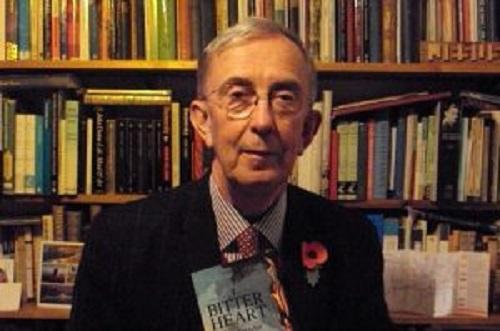 Un giallo alla Agatha Christie: professore morto nel sonno. Indagati 2 ex allievi, volevano vendere libri inediti