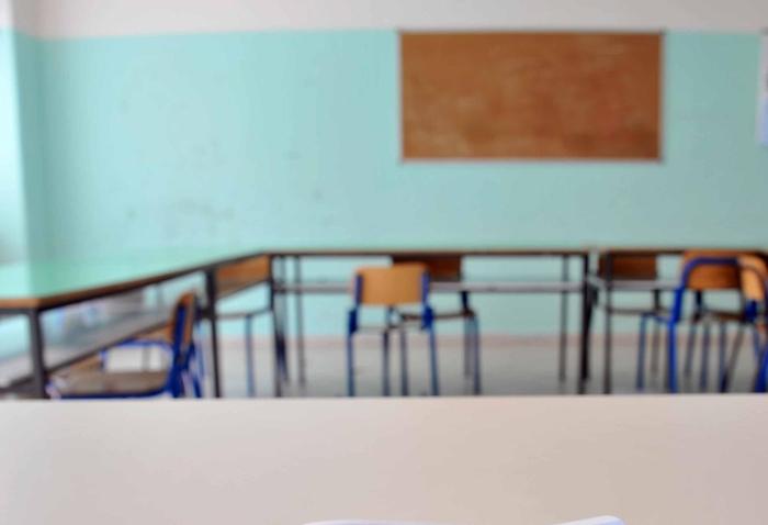 Bari, bidello molestava bambine di 10 e 12 anni: è agli arresti domiciliari