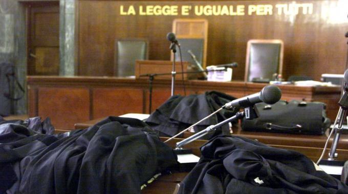 """Torino, giudice assolve imputato: """" Se marito picchia la moglie ogni tanto non è maltrattamento"""""""