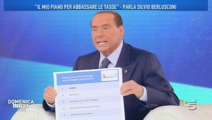 """Berlusconi da Barbara D'Urso: """"M5s è una setta. Peggio dei post comunisti del 94"""""""