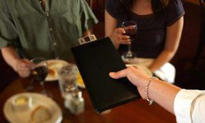 Venezia, pranzo da 1100? Sarebbe costato 82 euro: denunciato ristorante del maxi-conto