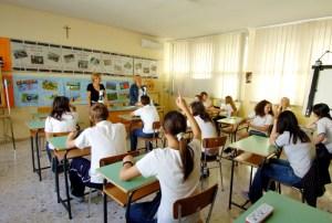 Piacenza, studente di prima media picchia professoressa: lei in ospedale, la scuola denuncia