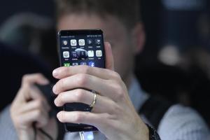 """Allarme Usa: """"Non comprate smartphone cinesi, possono spiare"""". Huawei risponde"""