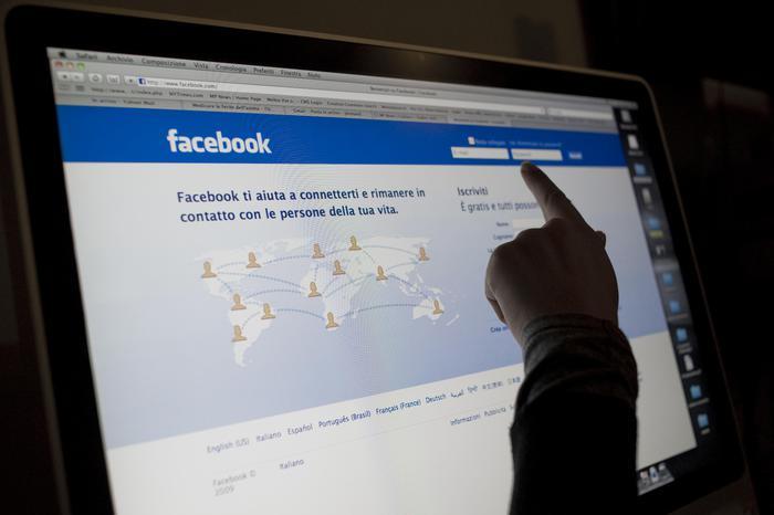 """""""Un terrone di meno"""", il post su Fb di un operaio torinese: multato di 1000 euro"""