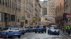 Genova, armato in strada vicino allo stadio: trovato in un palazzo