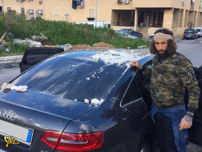 Palermo, sassi e colpi di pistola contro troupe di Striscia la Notizia e Vittorio Brumotti