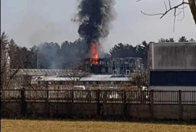 Esplosione in un'azienda di rifiuti: allarme nube tossica in provincia di Como