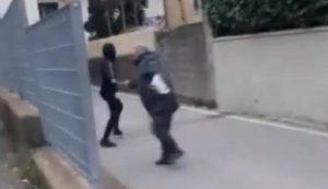 Pistoia, aggressione ad un anziano invalido: minorenni postano video e vengono individuati