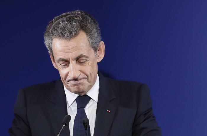 Nicolas Sarkozy e i presunti finanziamenti illeciti dalla Libia: per lui libertà condizionata