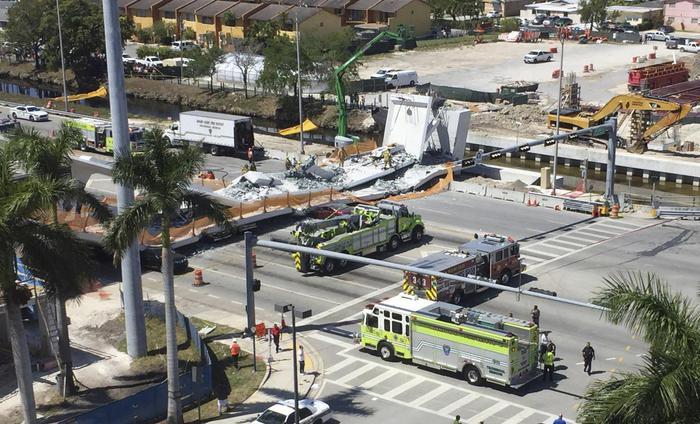 Usa, crolla ponte pedonale su strada trafficata: 6 vittime