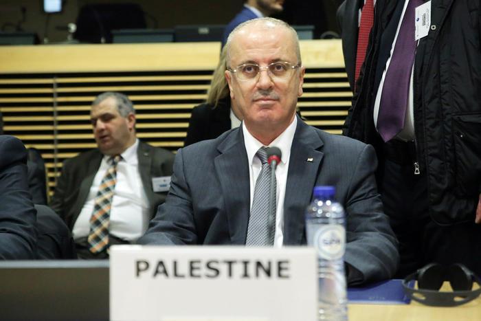"""Gaza, attentato al convoglio del premier palestinese. Anp: """"Hamas responsabile, attacco vigliacco"""""""