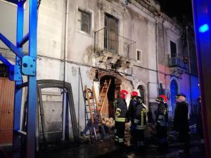 Catania, esplosione per fuga di gas: tre vittime, due sono vigili del fuoco