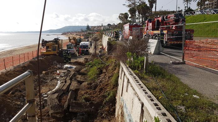 Crotone, crolla muro in un cantiere: due operai morti e uno gravemente ferito