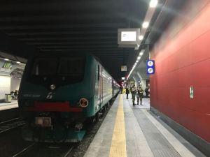 Torino, cade sui binari e viene travolta dal treno: morta 15 alla stazione di Porta Susa