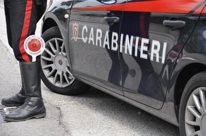 Genova: accoltella la moglie per gelosia. Lui arrestato, lei è in condizioni gravi