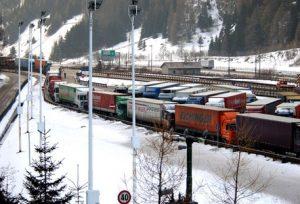 Brennero, l'Austria impone il «numero chiuso» ai Tir per ragioni ambientali. Danno commerciale alto per l'Italia