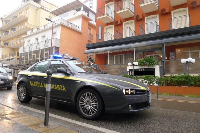 Milano, arrestati 4 primari e un dirigente. Accusa: tangenti negli ospedali Pini e Galeazzi