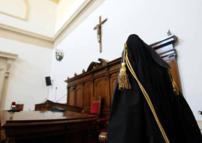 """Forlì, Rosita Raffoni si uccise a 16 anni. Ultimo audio della liceale: """"Mi odiate, non piangerete"""". Chiesta la condanna dei genitori per istigazione"""