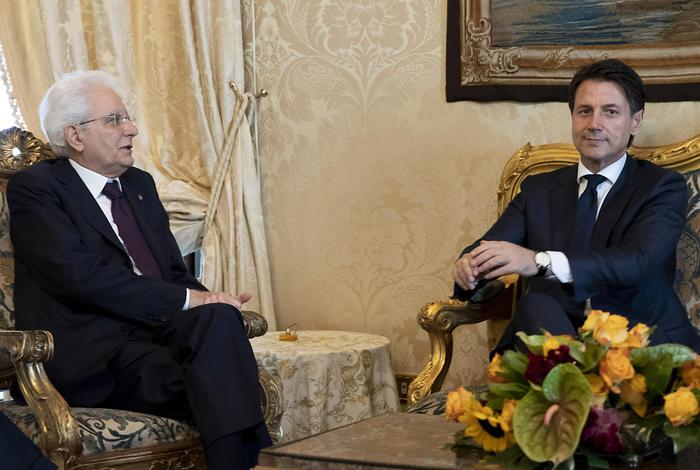 """Giuseppe Conte rinuncia all'incarico, Di Maio invoca impeachment per Mattarella. Il presidente: """"No a ministro dell'Economia antieuro"""""""