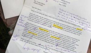 """Usa, Trump scrive lettera ad una prof ma lei lo boccia: """"Era piena di errori"""""""