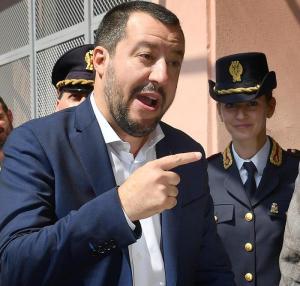 """Salvini: """"Censimento rom: quelli illegali verranno espulsi, quelli italiani ce li dobbiamo tenere"""""""